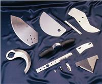 深冷處理工藝是將材料或零部件置于-130~-190℃的低溫下,按一定的工藝進行處理的過程。它不僅可以對黑色金屬、有色金屬、金屬合金和碳化物進行處理,還能對非金屬材料進行處理。深冷處理是對切削刀具材料進行處理的有效工藝手段。